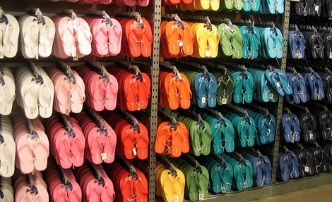 Old Navy Flip Flops Only $1 + 10% Off Coupon!