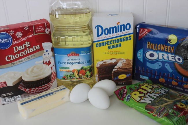 218 Oreo Stuffed Spider Cupcakes (Halloween Recipe)