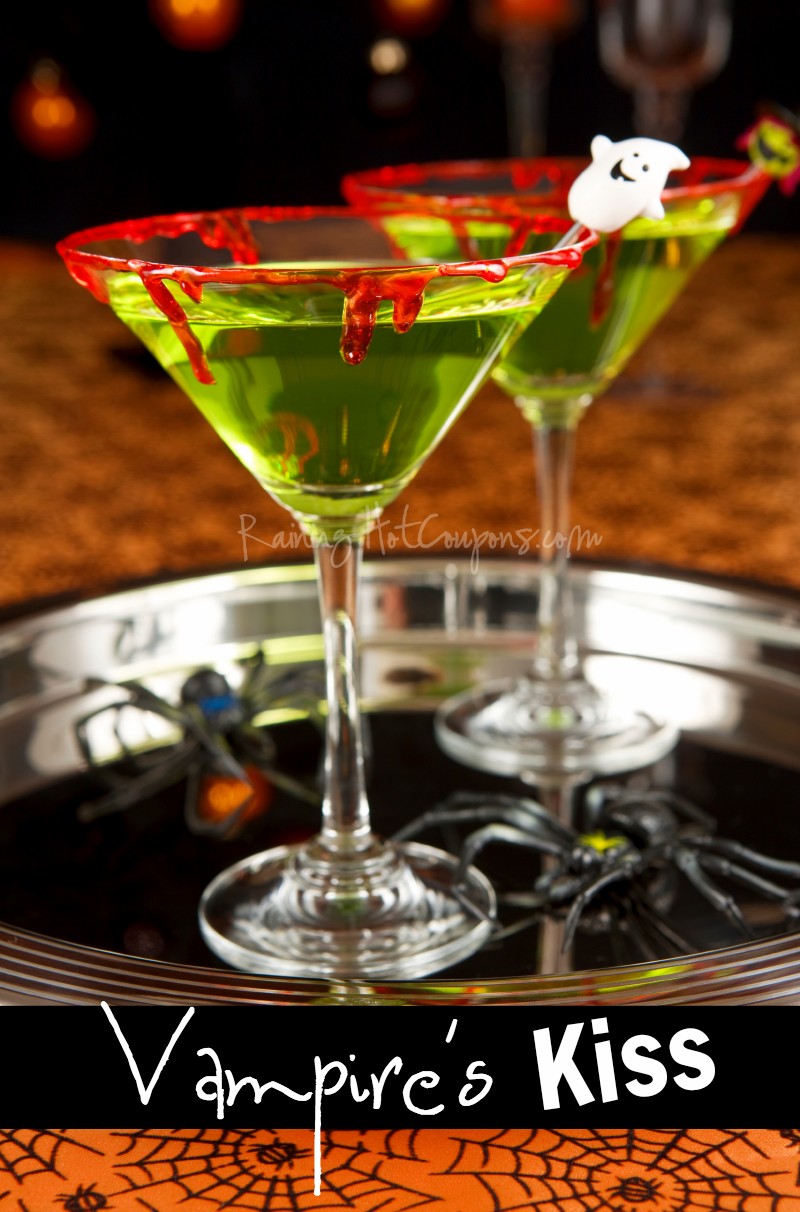Tomorrow night is New Year's Eve and whether you lay low or spend the night out on the town, a light cocktail is always a nice way to start off the evening. I like this French Kiss Cocktail because you can make it sweet (or less sweet), simply by adjusting the champagne or wine you use! Cheers to a new year!